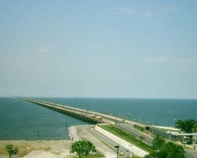 Lake Pontcahrtrain Causeway